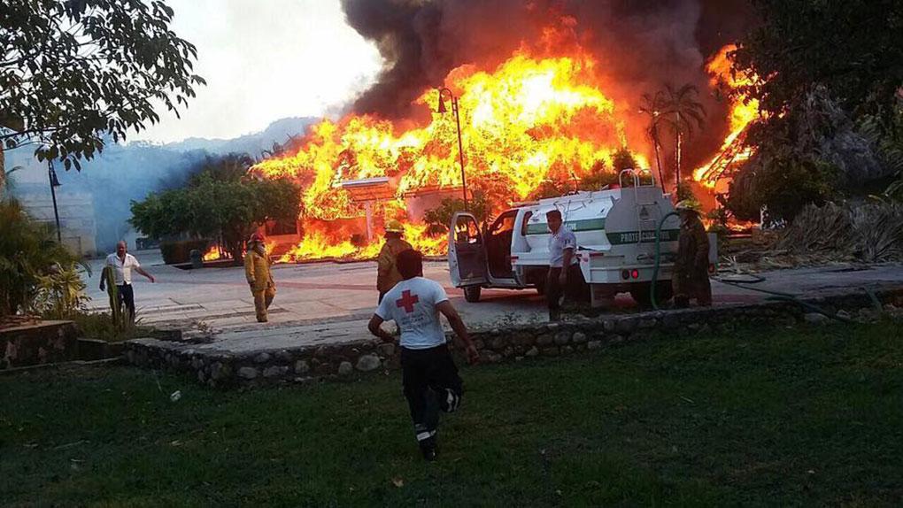 Incendio arrasa con hotel villas kin h en palenque for Villas kin ha palenque incendio
